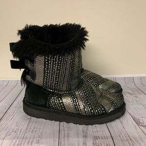 Ugg Girls Bailey Bow Black and Gold Size 1
